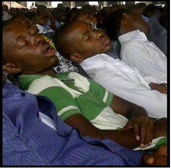 endormi dans les églises systèmatiques